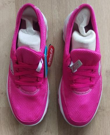 Brand new pair of Skechers