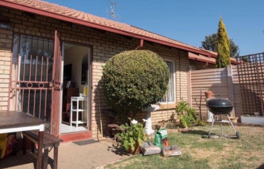 Elarduspark 2 bedroom 1 bathroom with private garden
