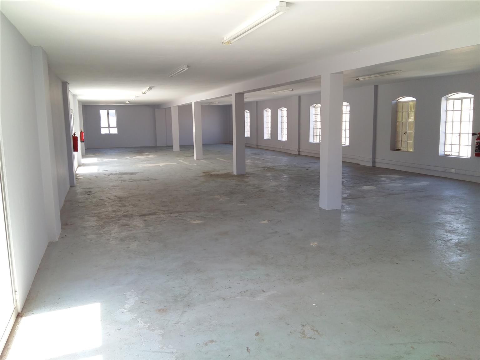 Large Open Space Available -270m²