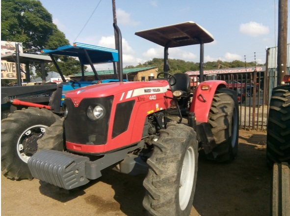 S2677 2012 Red Massey Ferguson (MF) 440 Xtra 61kW 4x4 Pre-Owned Tractor