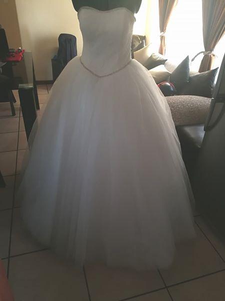 Wedding dress. Size 34-36 NEW