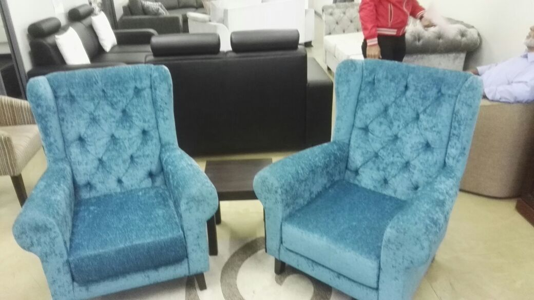 LIVING ROOM FURNITURE SELLING AT COST