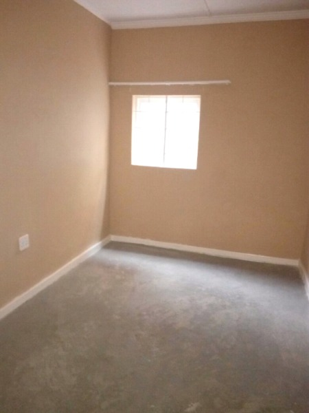 Half room cottage available in Capital Park