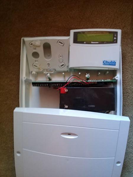 Chubb alarm sestum still new .. paid 3000 ..