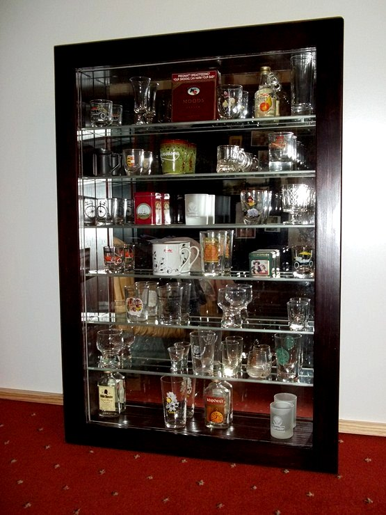 "Vertoon Kas , - Ornaments, Character and Model "" Display Cabinets Beautiful Quality , Unrestricted view."