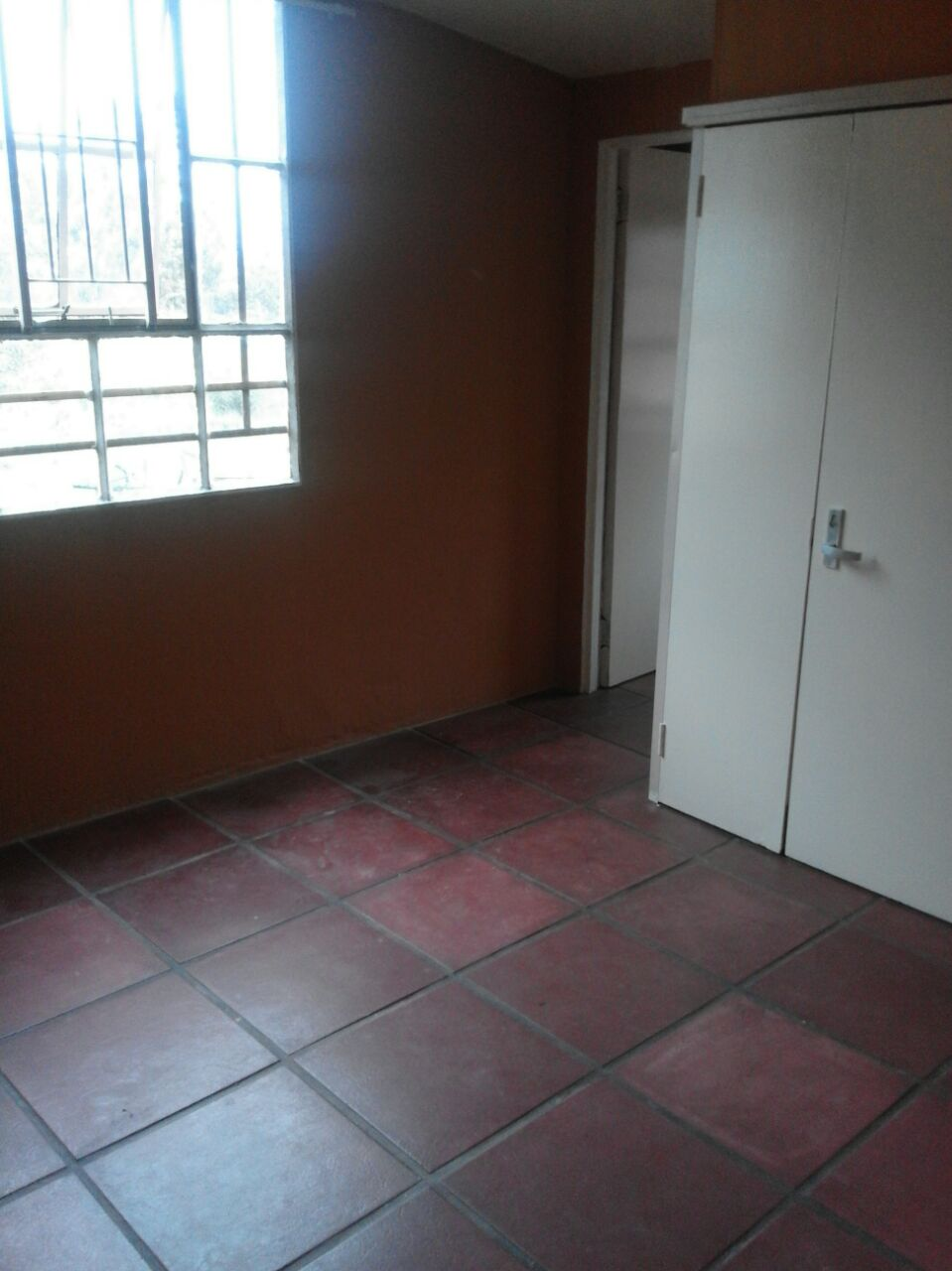 Randfontein Hillside 2 slaapkamer woonstel te huur +/-12km uit Randfontein