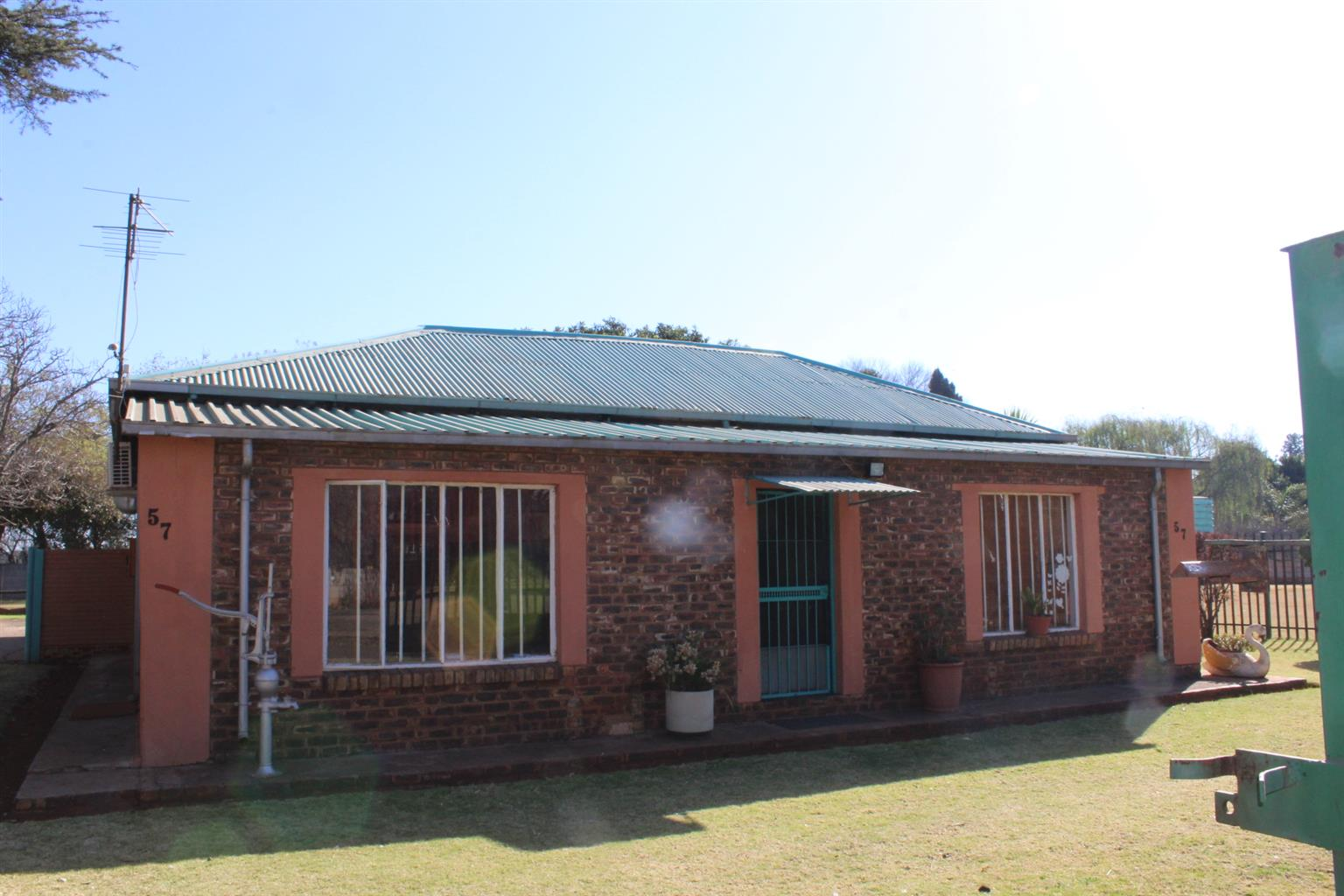 BENONI-INDUSTRIAL USES-SMALL PLOT-SMALL HOUSE-SMALL PRICE -MUCH POTENTIAL-(IN PETIT) ONLY R1.4 Mil
