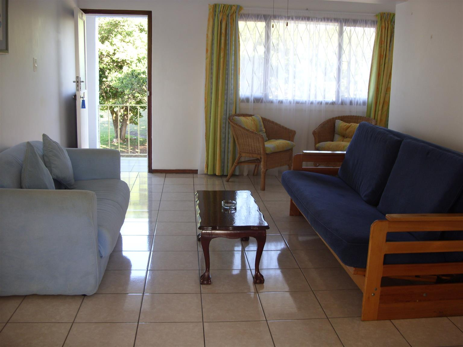 Shelly Beach 1 Bedroom Furnished Flat St Michaels-On-Sea R4100 pm AVAILABLE JANUARY - FIRST FLOOR WITH SLIGHT SEA VIEWS
