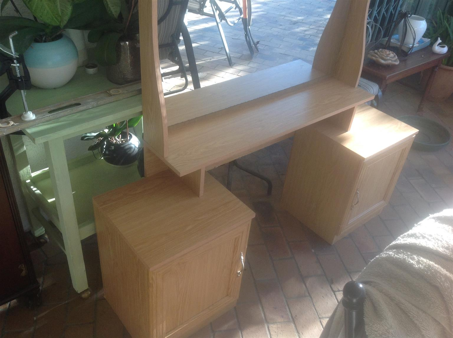 Dressing table almost new lovely mirror and stool