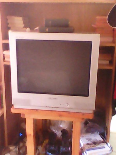 "Samsung 20"" box tipe flat screen tv"