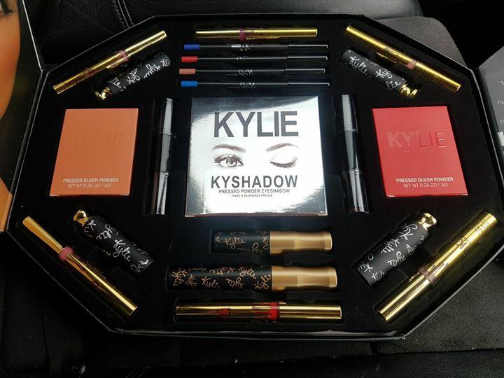 Kylie make up set