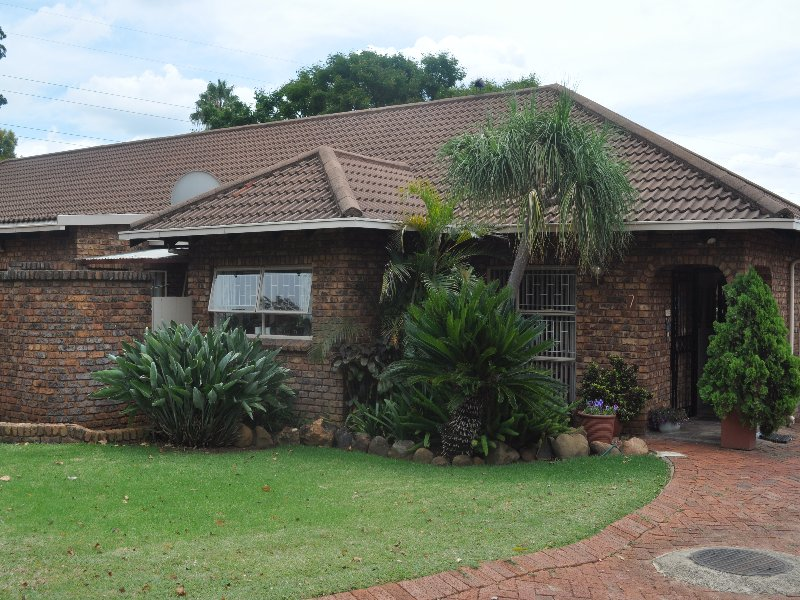 Beautiful 3 bedroom townhouse in Faerie Glen Pretoria East