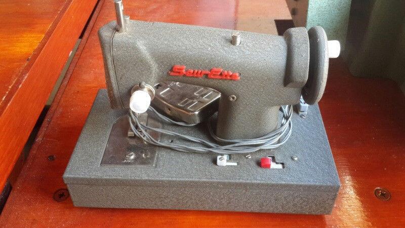 Sewing Machine Vintage Collectible Metal
