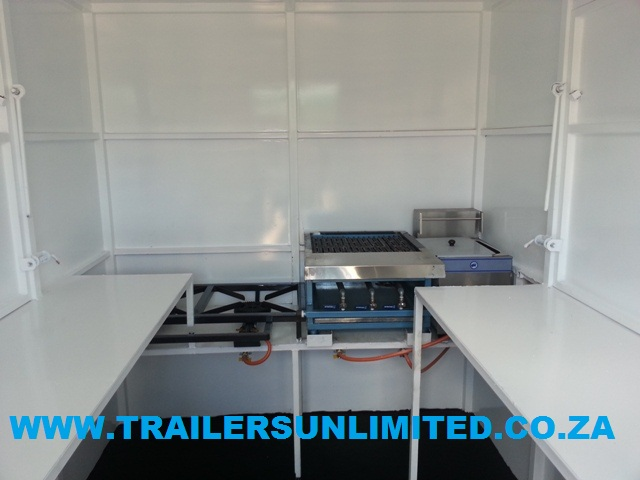 2600 X 1800 X 2000 MOBILE CATERING FOOD UNIT.
