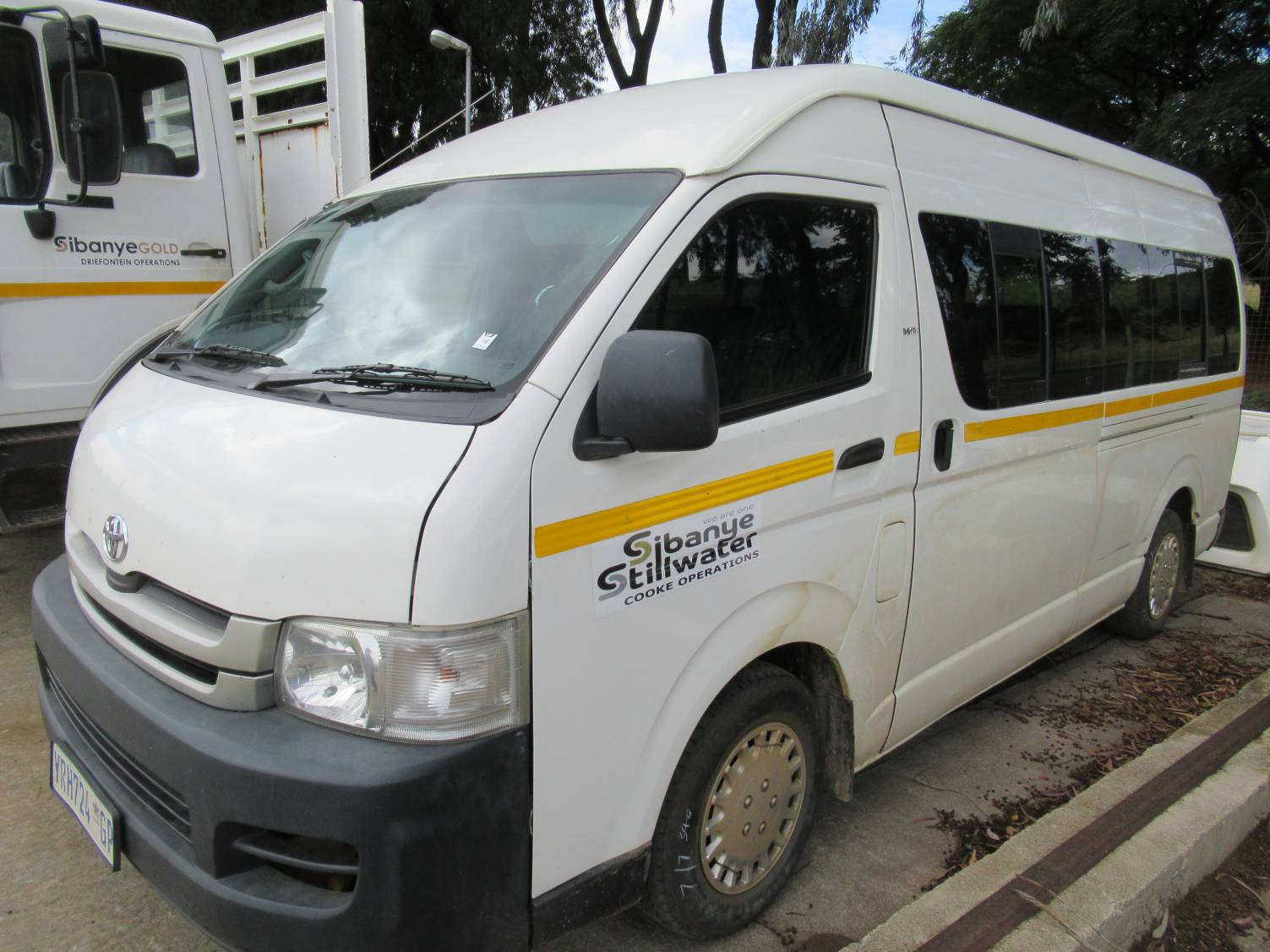 Toyota VVT-I Mini Bus