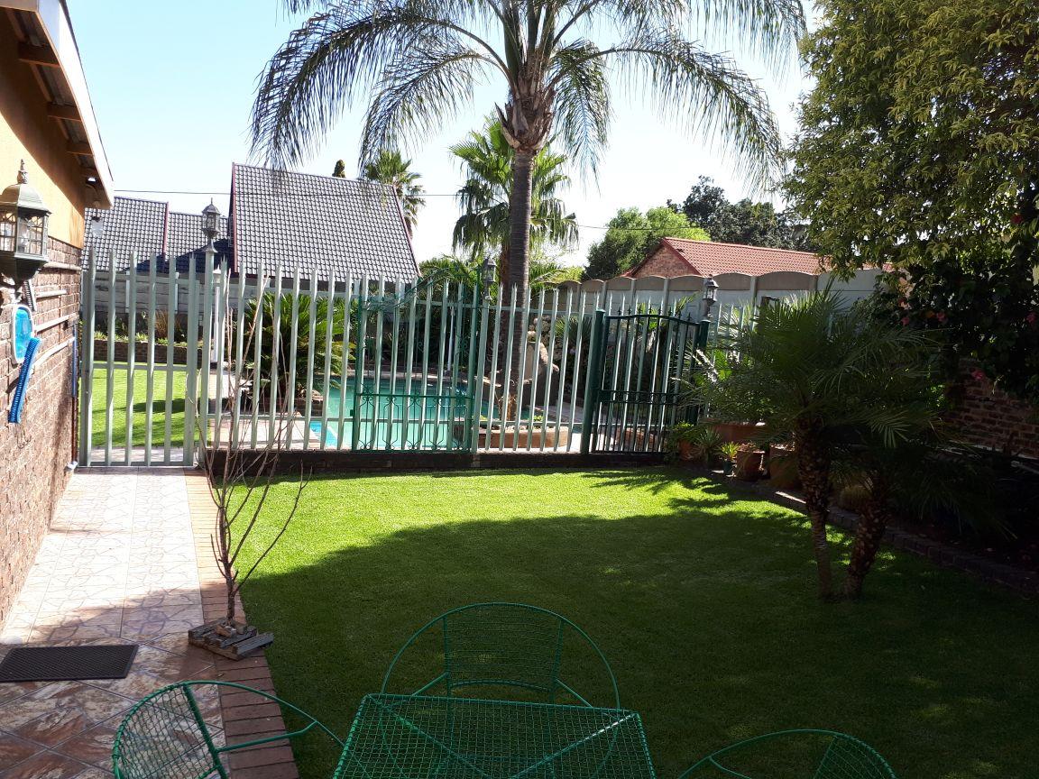 House with Flatlet for Sale - Rhodesfield Kempton Park