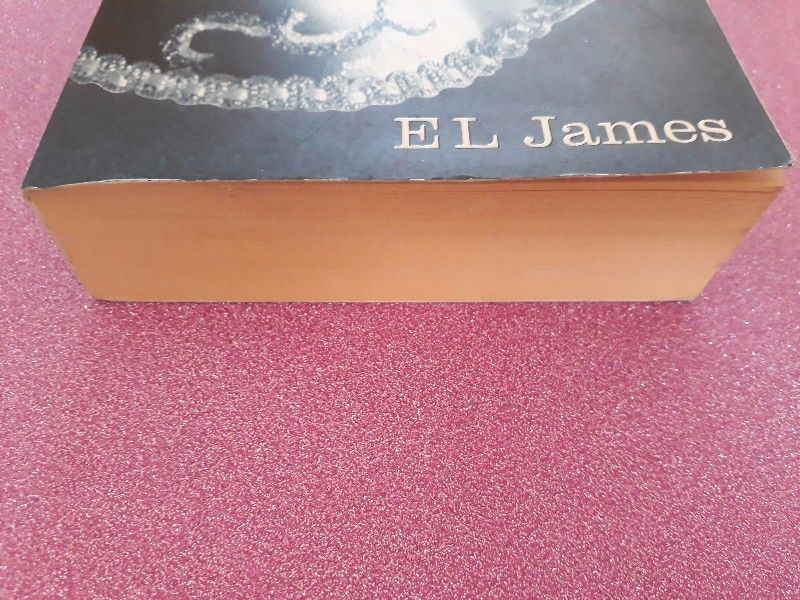 Fifty Shades Darker - EL James - Book 2.