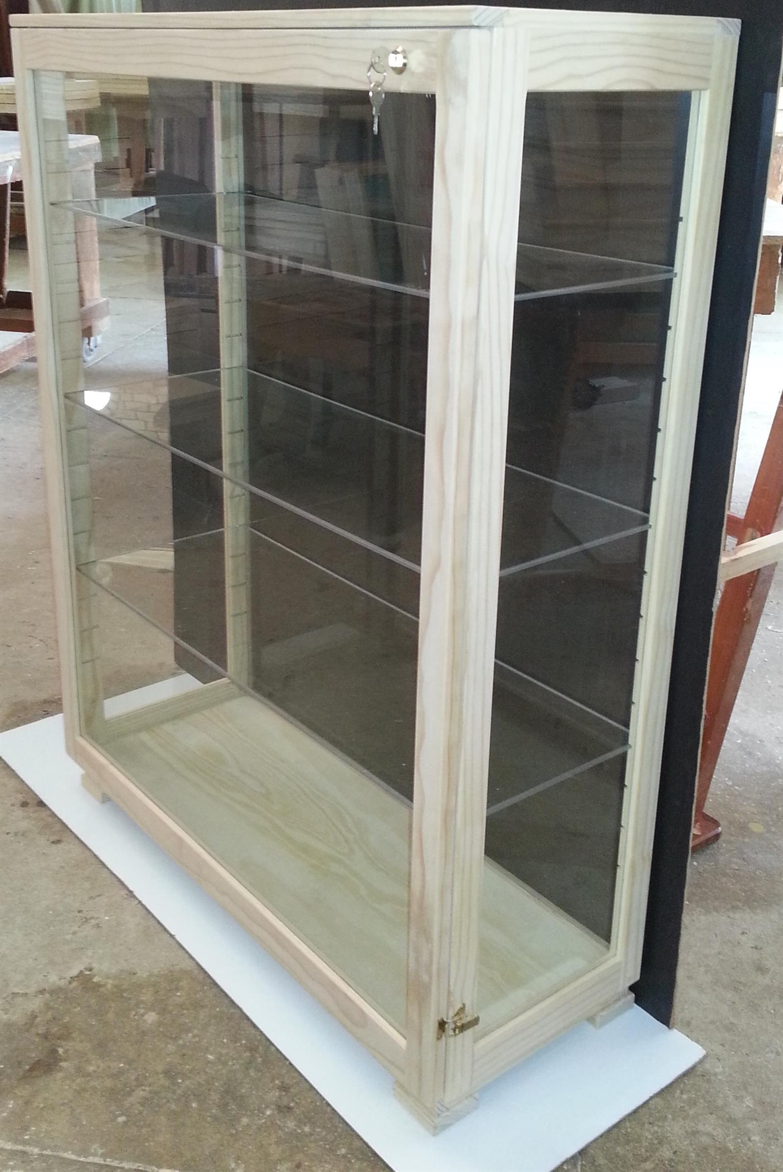 Display /Show case with Unrestricted view, Glass shelves, Dust Proof !