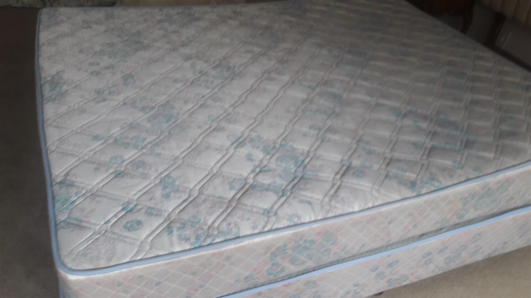 2nd hand queensize base and matress