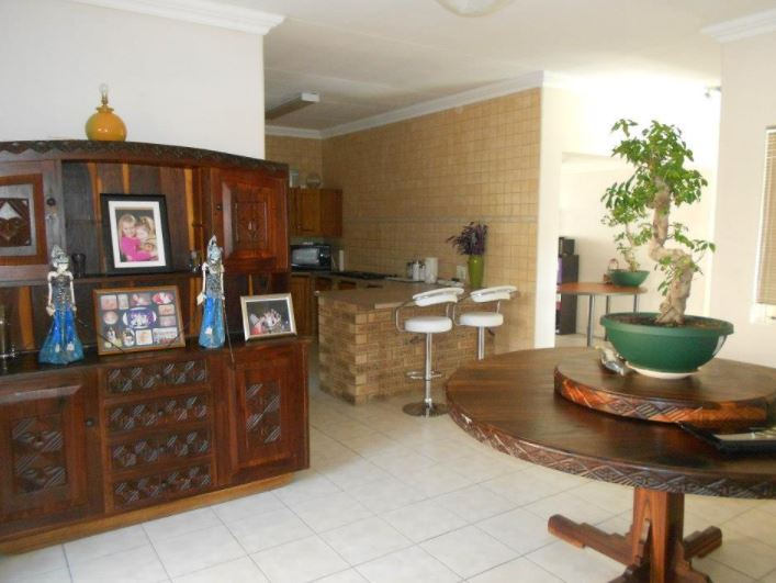 (SOLD) LOVELY SPACIOUS FAMILY HOME & SEPERATE GRANNY FLAT - THERESAPARK (AKASIA)