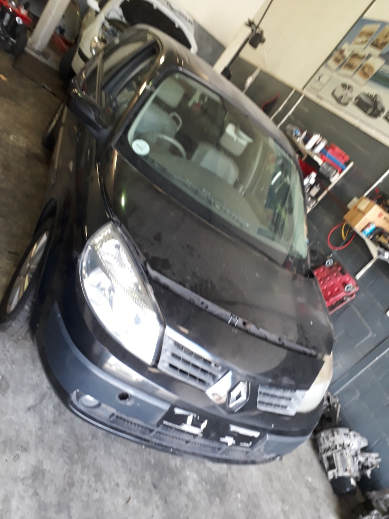 Renault Grand Scenic 2–1.9dci - 7seater-Striping for Spares from 2004-2008 model–All vehicle available