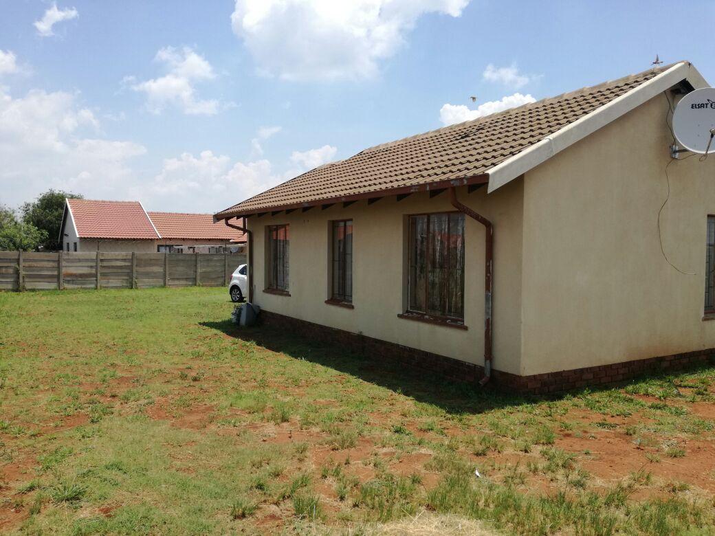 3bedroom house for rental in Villa Liza R3200