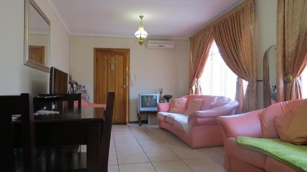 3 Bedroom Townhouse For Sale In Uitsig, Bloemfontein