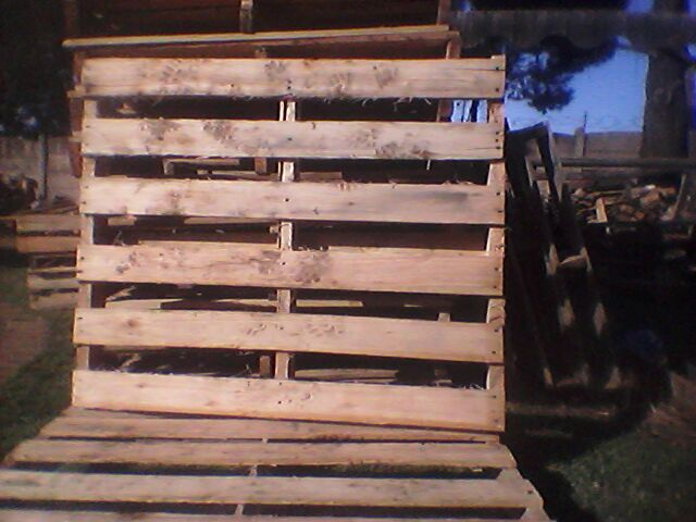Second hand wooden pallets R35