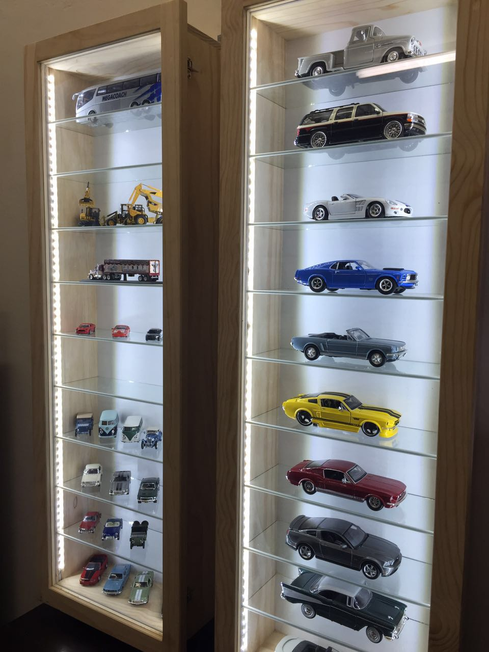 Model Cars Display /Show Cabinets Custom made with LED/Lights. Dust Proof ! Best Prizes!