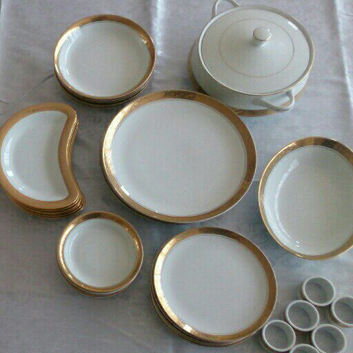 Presidential Collection Reflections in Gold by Gary Barr Dinner Set with Free Glass Set