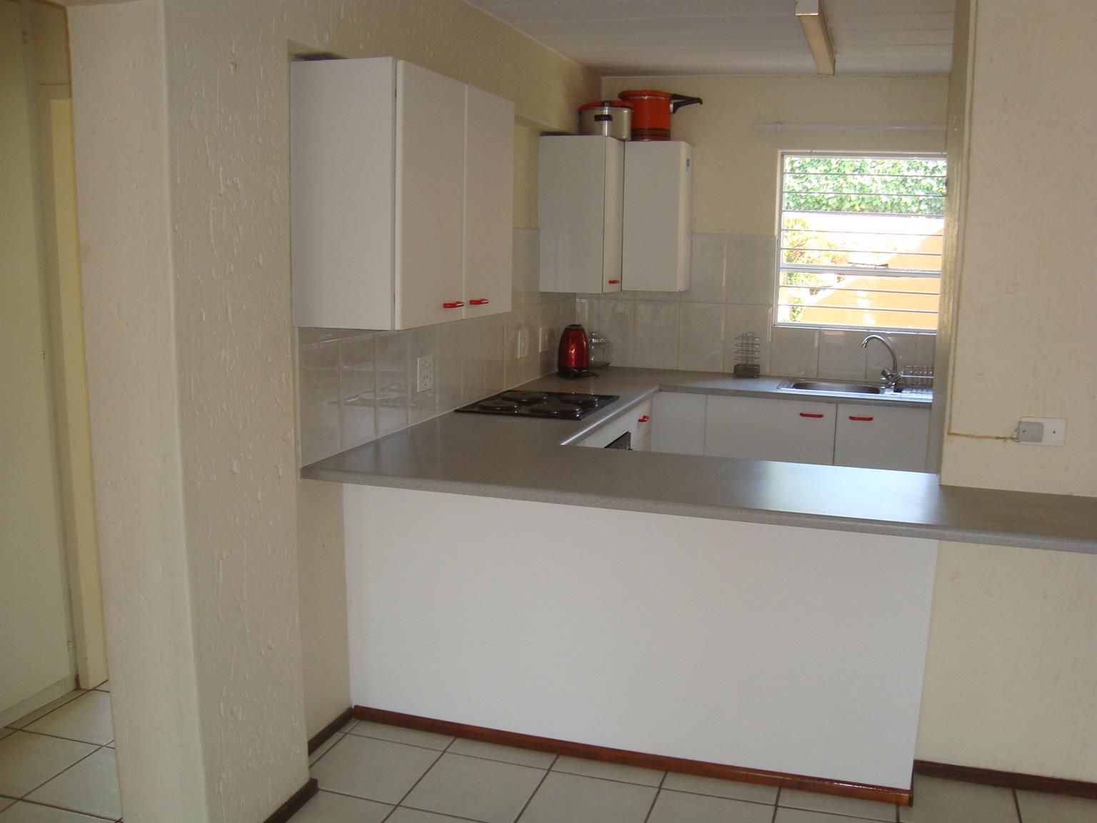 Townhouse For Sale - Vanderbijlpark SW5 - 3 bedroom.