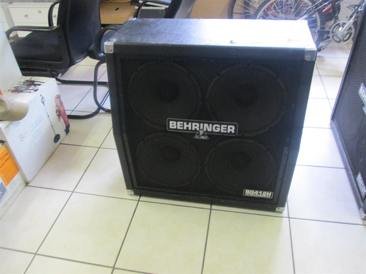 BEHRINGER ULTRASTACK BG412H ANGLED GUITAR SPEAKER IN GOOD CONDITION