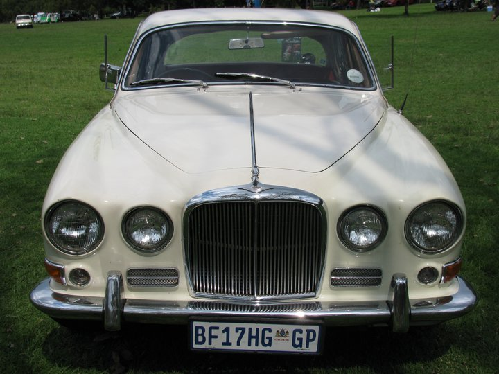 JAGUAR 420 MANUAL SALOON