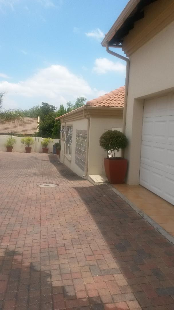 Lovely and Spacious 3 Bedroom CLUSTER in Douglasdale, AVAILABLE IMMEDIATELY; With or Without Furniture