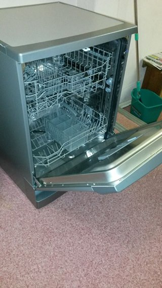 Dishwasher, 12 piece kelvinator,