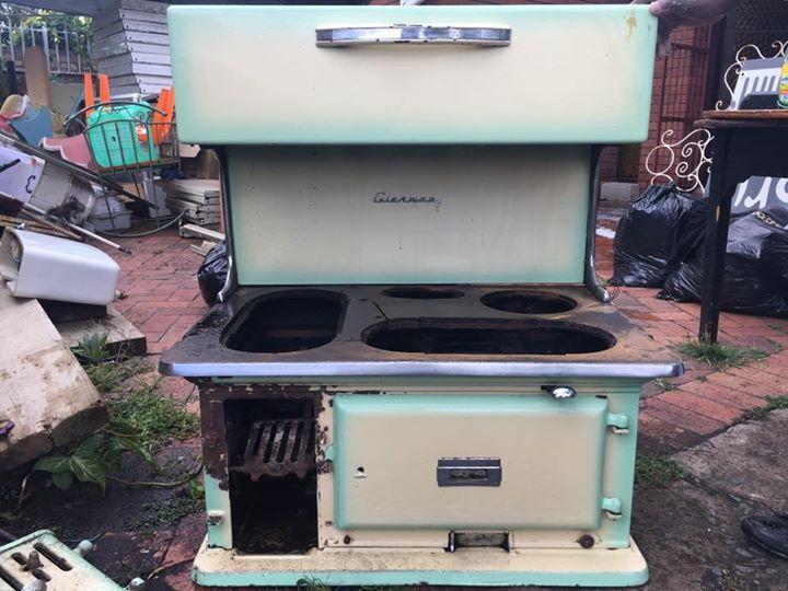 Coal stove: