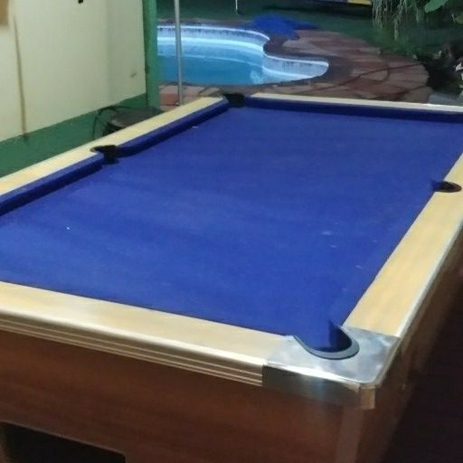 coin opperated pool table
