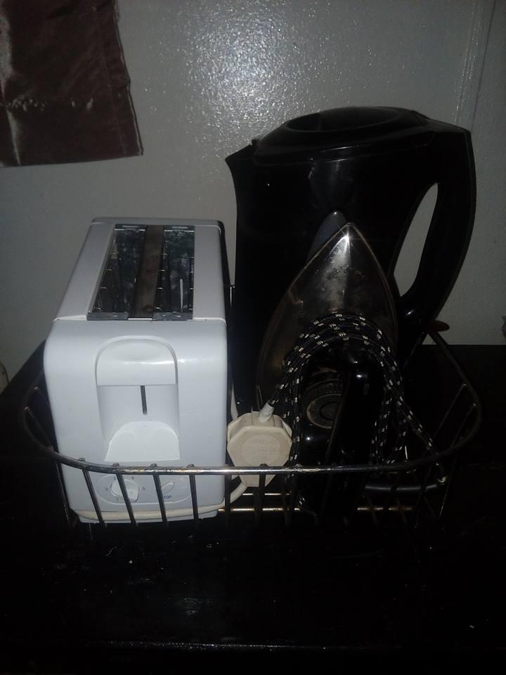 Ketel , toaster en strykyster