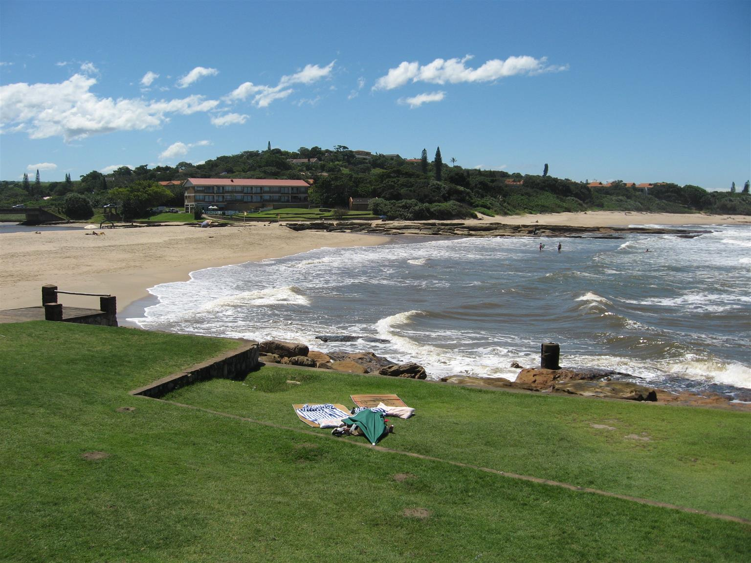 5 BEACHES WITHIN 6 KMS 2 – 8 SLEEPER SELF-CATERING HOLIDAY ACCOMMODATION ST MIKES, UVONGO, SHELLY BEACH FROM R100 PPPN