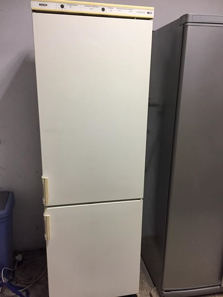 Fridge Freezer - Bosch 380 litres ( big ) - Excellent - Guarantee - Delivery Arranged
