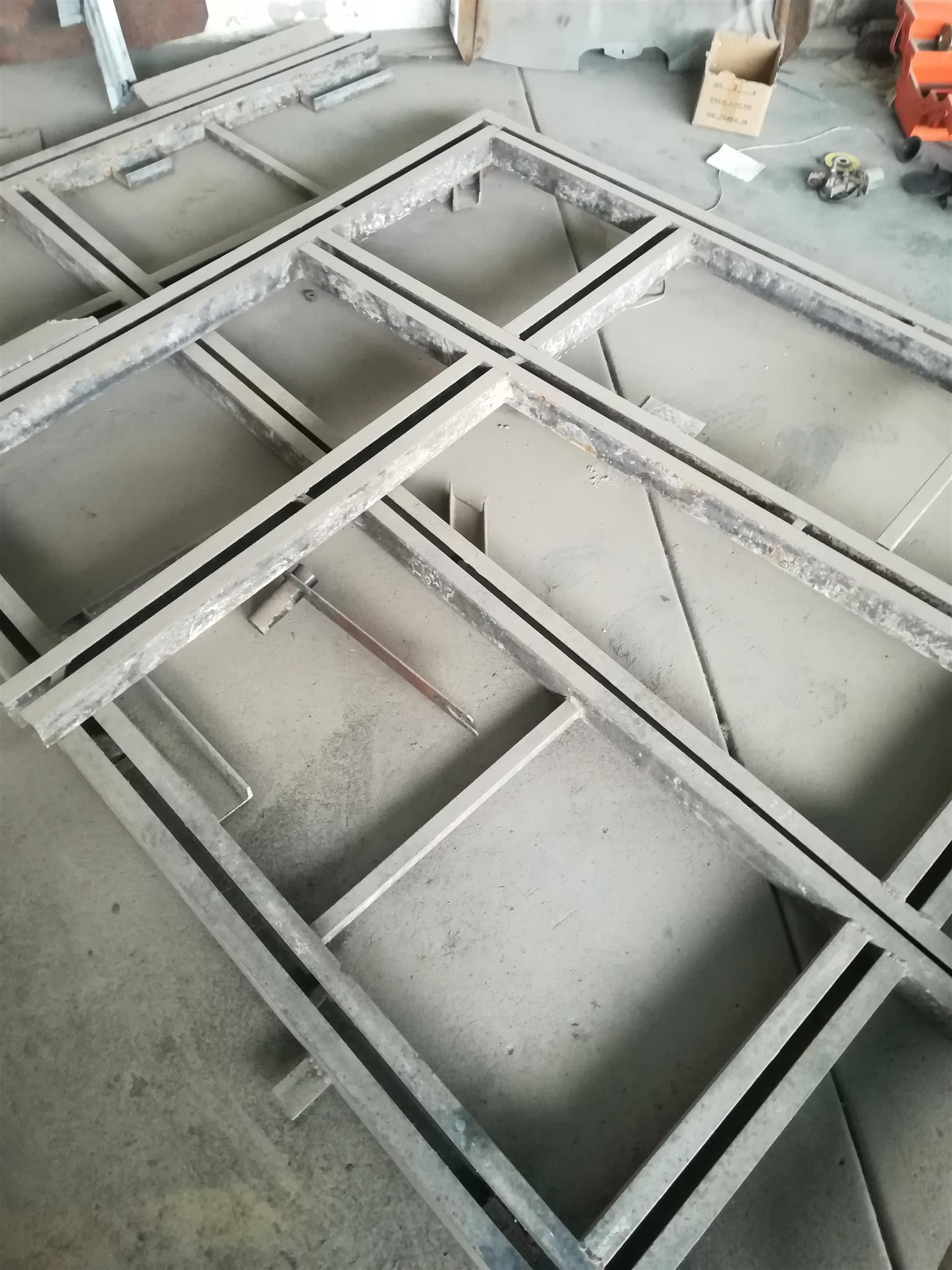 Korek frame
