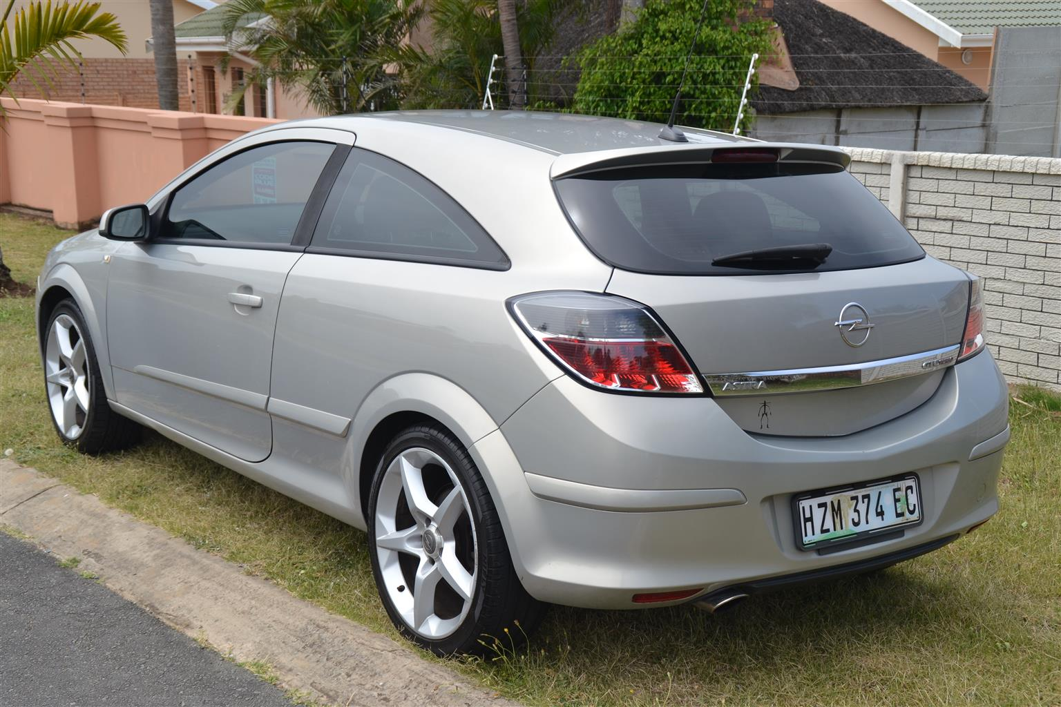 2009 opel astra gtc 2 0 turbo sport junk mail. Black Bedroom Furniture Sets. Home Design Ideas