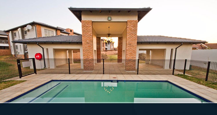 FULLY FURNISHED 2 BEDROOM APARTMENT TO LET IN BISHOP SQUARE MIDRAND BY FEEL-AT-HOME PROPERTIES