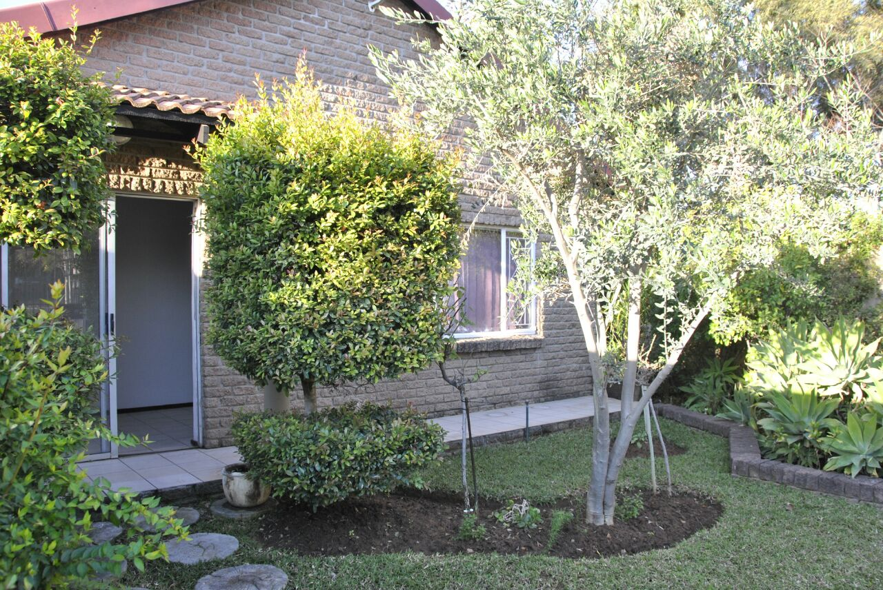 Family Home with Flatlet For Sale in Avondrust Rustenburg