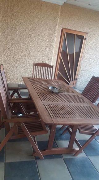 Hout Patio stel te koop met 6 stoele