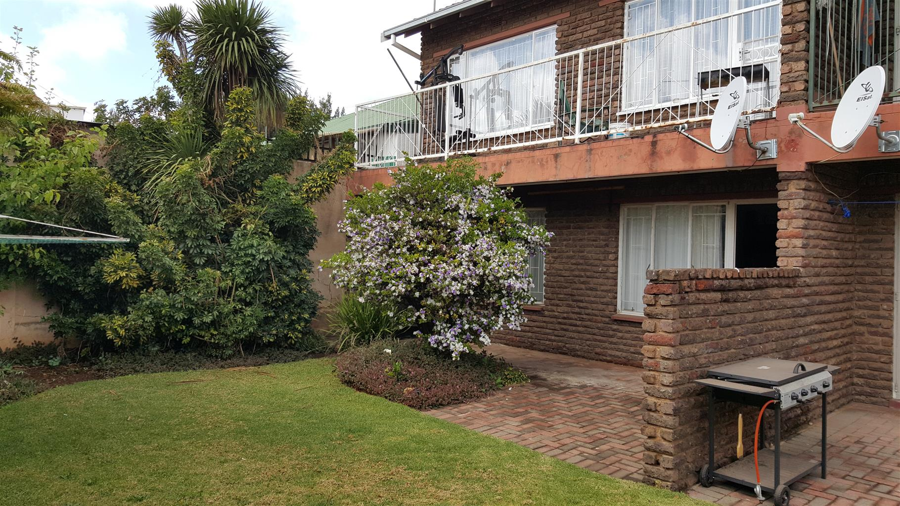 2 BED TOWNHOUSE & LOCKUP CARPORT - IMMEDIATELY