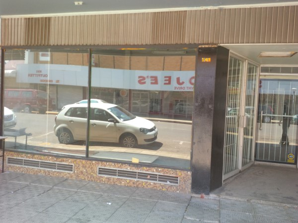 LARGE STREETFRONT 250sqm shop to let IDEAL material shop/crafts/medicine/liquer store