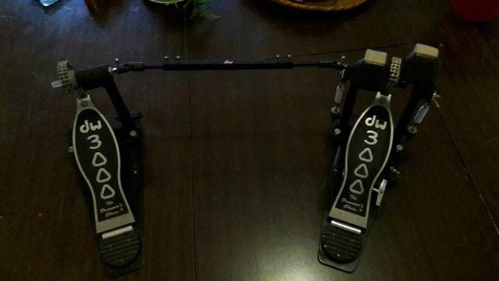 DW 3000 double kick pedals