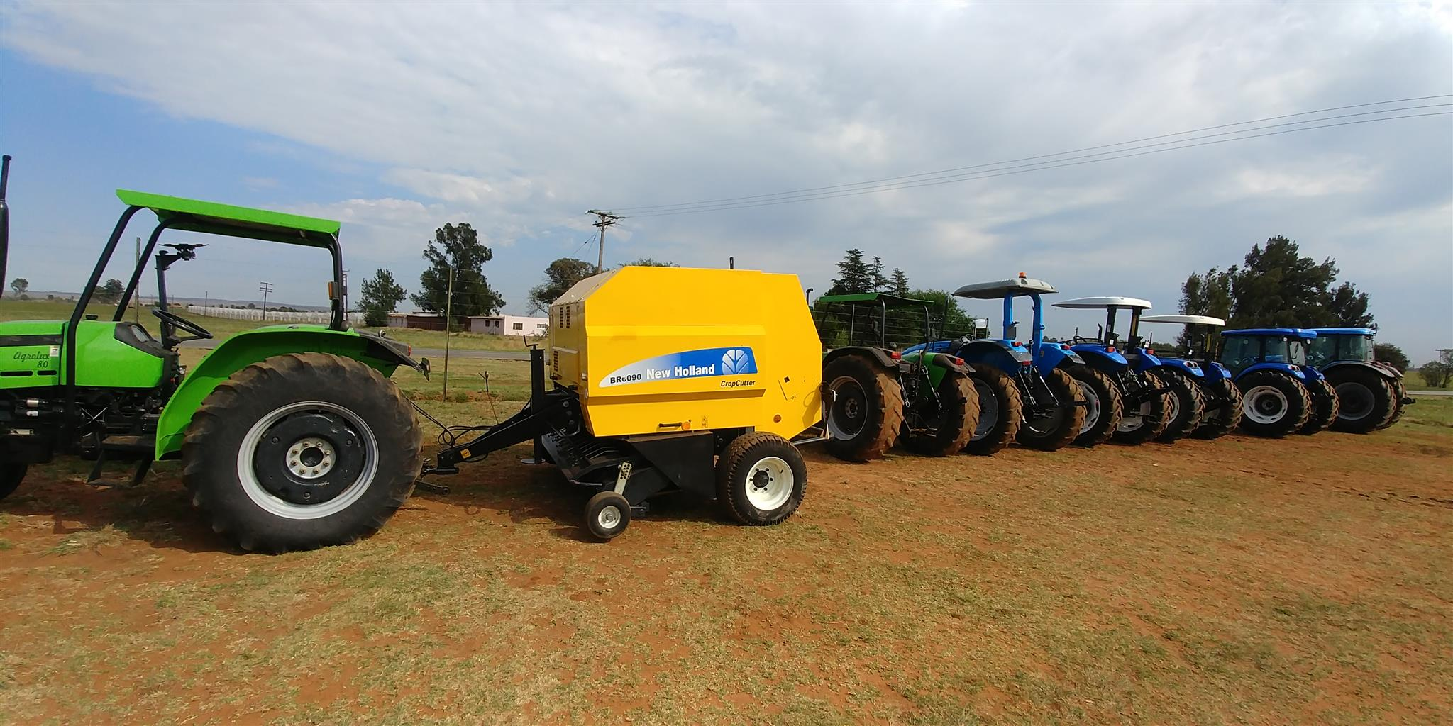 NewHolland BR6090 round baler with roto feed and roto cut