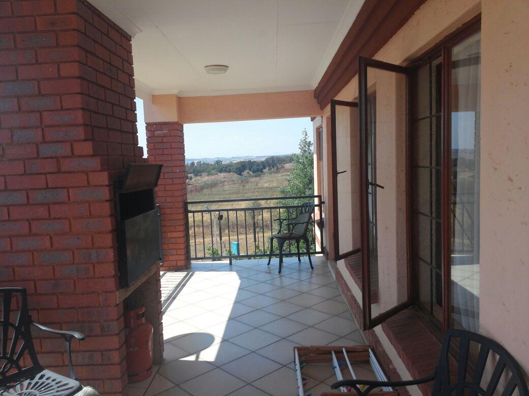 Mooikloof, Rent, lovely 3 bedroom, 2 bathroom braai area